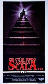 locandina del film CHI C'E' IN FONDO A QUELLA SCALA?