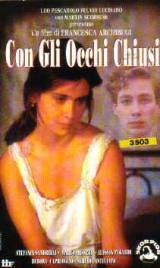 locandina del film CON GLI OCCHI CHIUSI