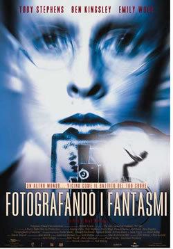 locandina del film FOTOGRAFANDO I FANTASMI
