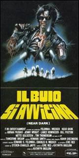 locandina del film IL BUIO SI AVVICINA